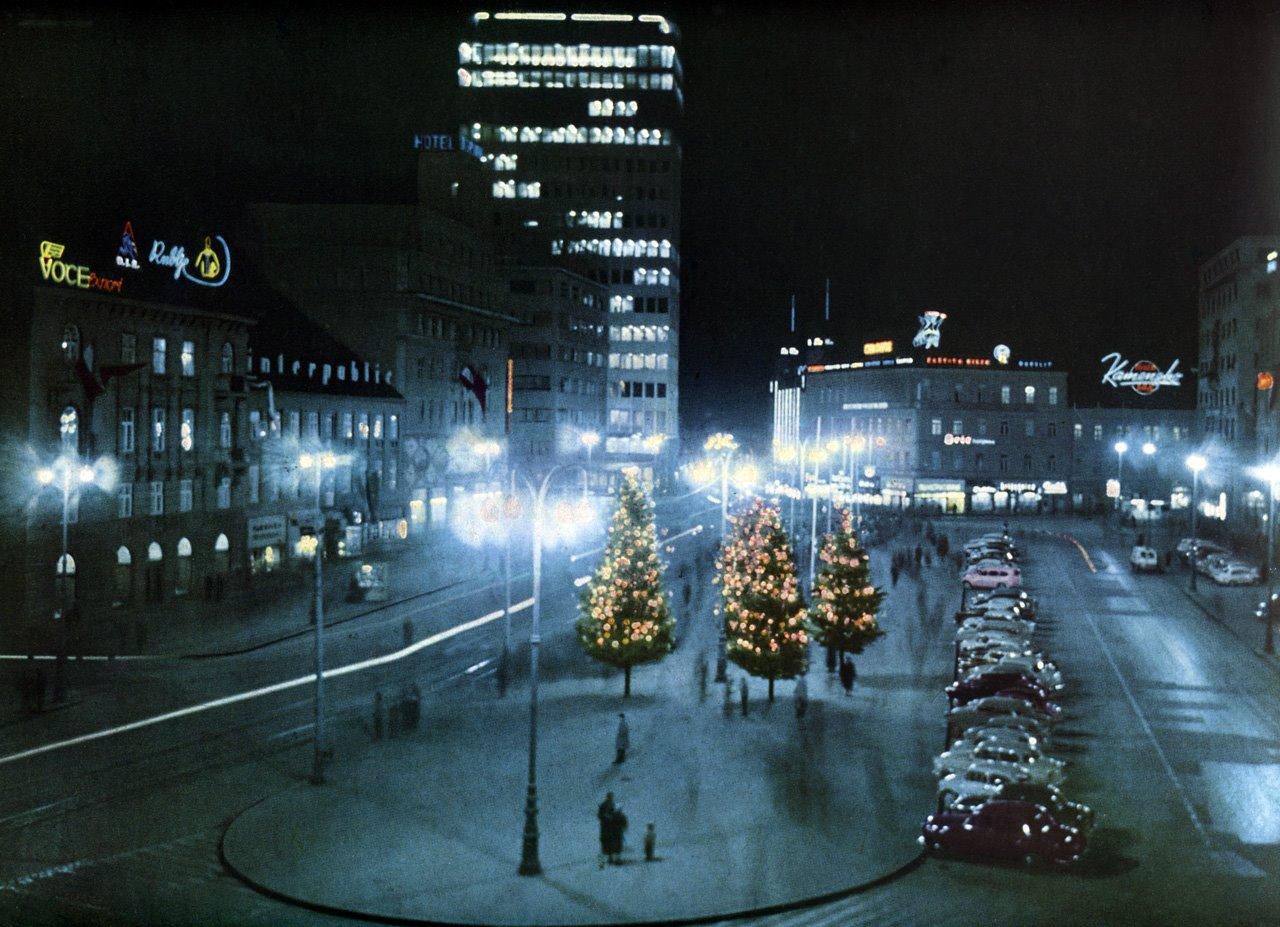 Trg Republike na novogodišnju noć 1965. godine