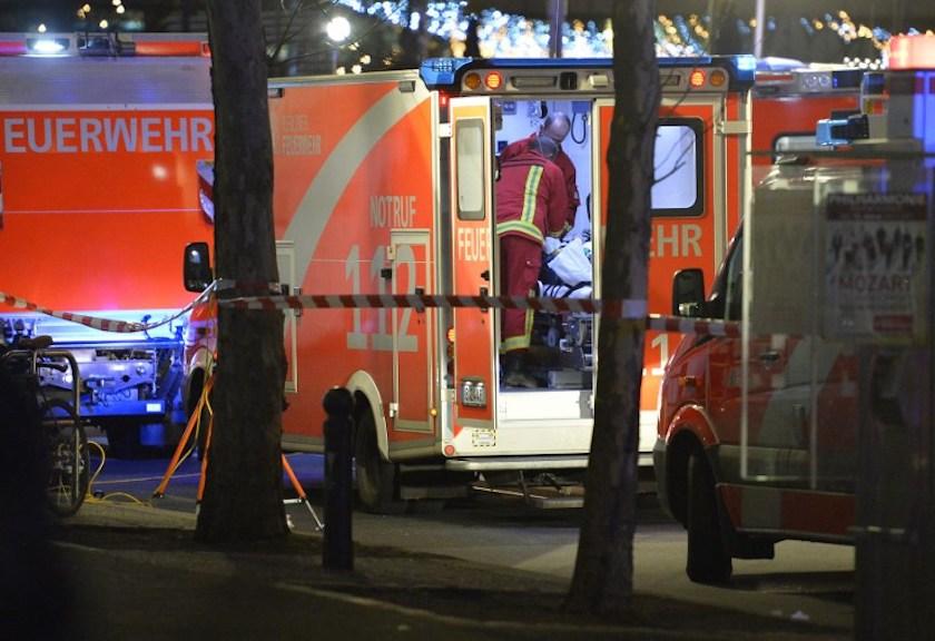 Neke Nijemce je toliko oduševila prometna nesreća da su virili u hitnu i slikali žrtve. Sad ih traži policija