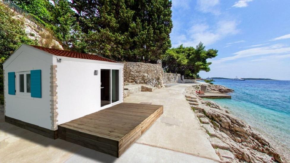"""Ova kućica, površine 20 m² <b><u><a href=""""https://www.njuskalo.hr/nekretnine/mobilna-kucica-mediteran-oglas-28027072"""">prodaje </a></u></b> se se za 18.500 €."""