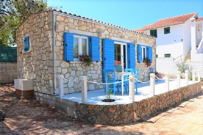 """Kućica """"Hortenzija"""",  površine 26m² <b><u><a href=""""http://www.kamen-dekor.hr/mobilne_kucice.htm"""">prodaje </a></u></b> za 32.258 €."""