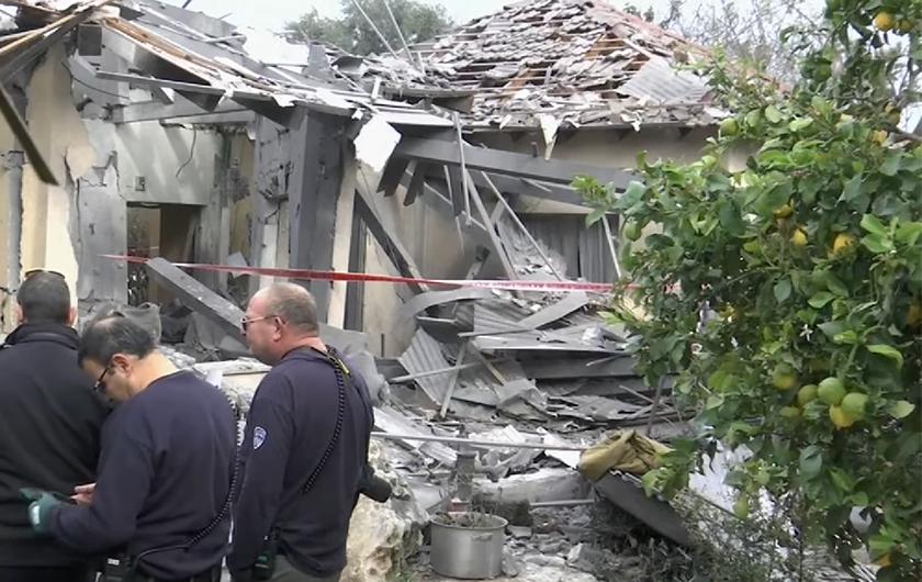 Ispaljena raketa iz Gaze, pogodila je kuću pored Tel Aviva. Među ozlijeđenima je troje djece
