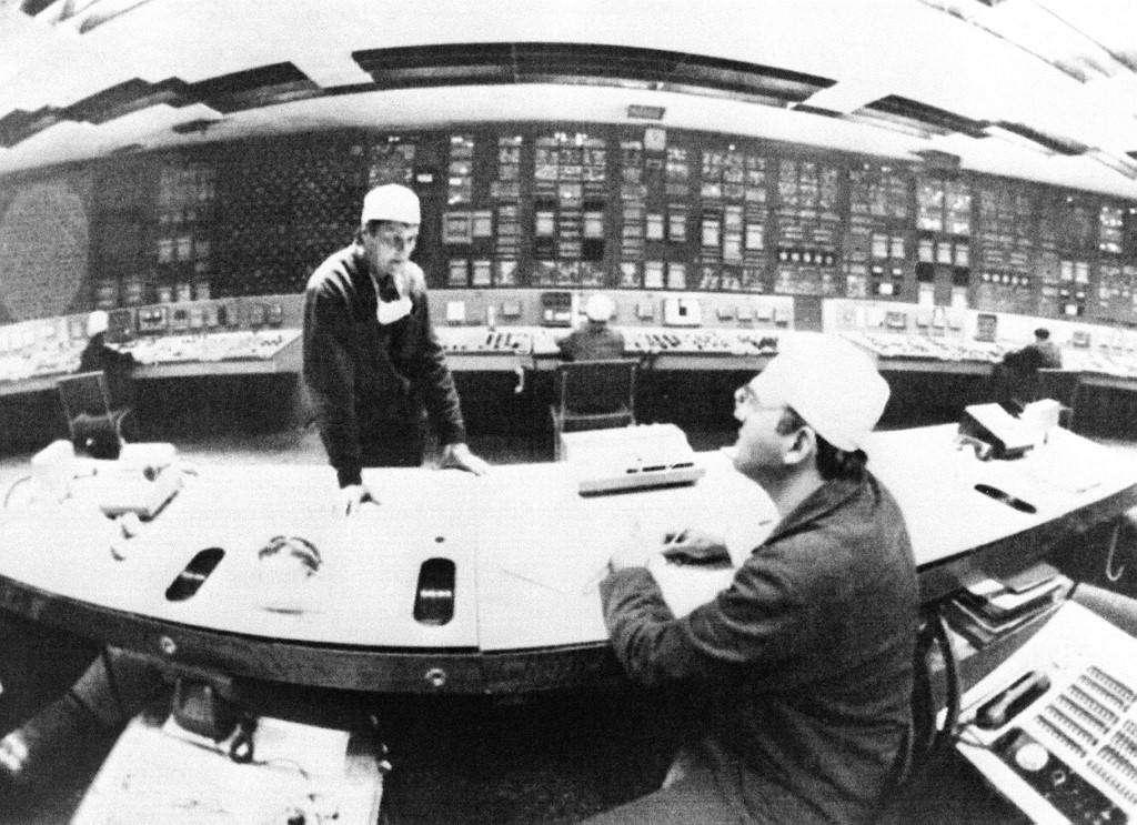 Fotografija snimljena 2. lipnja 1986. godine u kontrolnom centru reaktora 1.