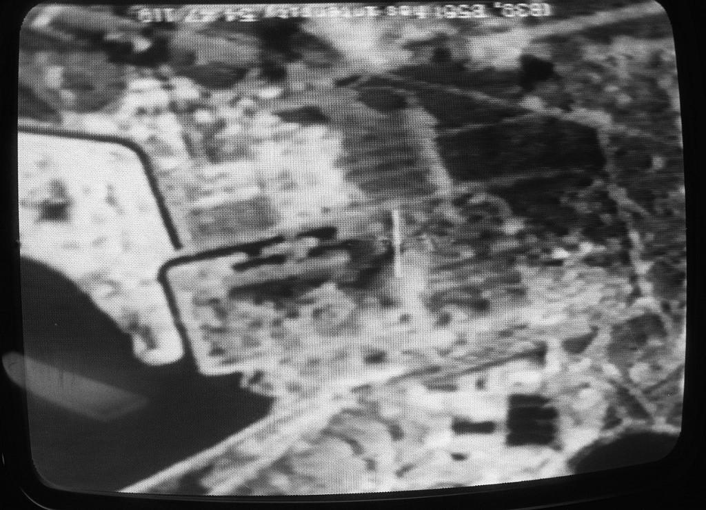 Snimka s američkog satelita koju je prenijela francuska nacionalna televizija. Na snimci se vide ostaci elektrane i opustošeno područje oko nje. Reaktor je gorio desetak dana, a cijelo to vrijeme je zračio i slao radioaktivni materijal na područje Ukrajine, Rusije i Bjelorusije.