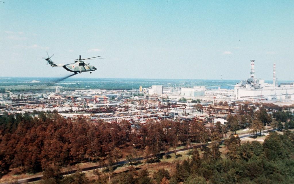 Sovjetske vlasti su iz helikoptera posipale tvari koje su trebale smanjiti onečišćenje zraka, koji je tada bio pun radioaktivnih elemenata.
