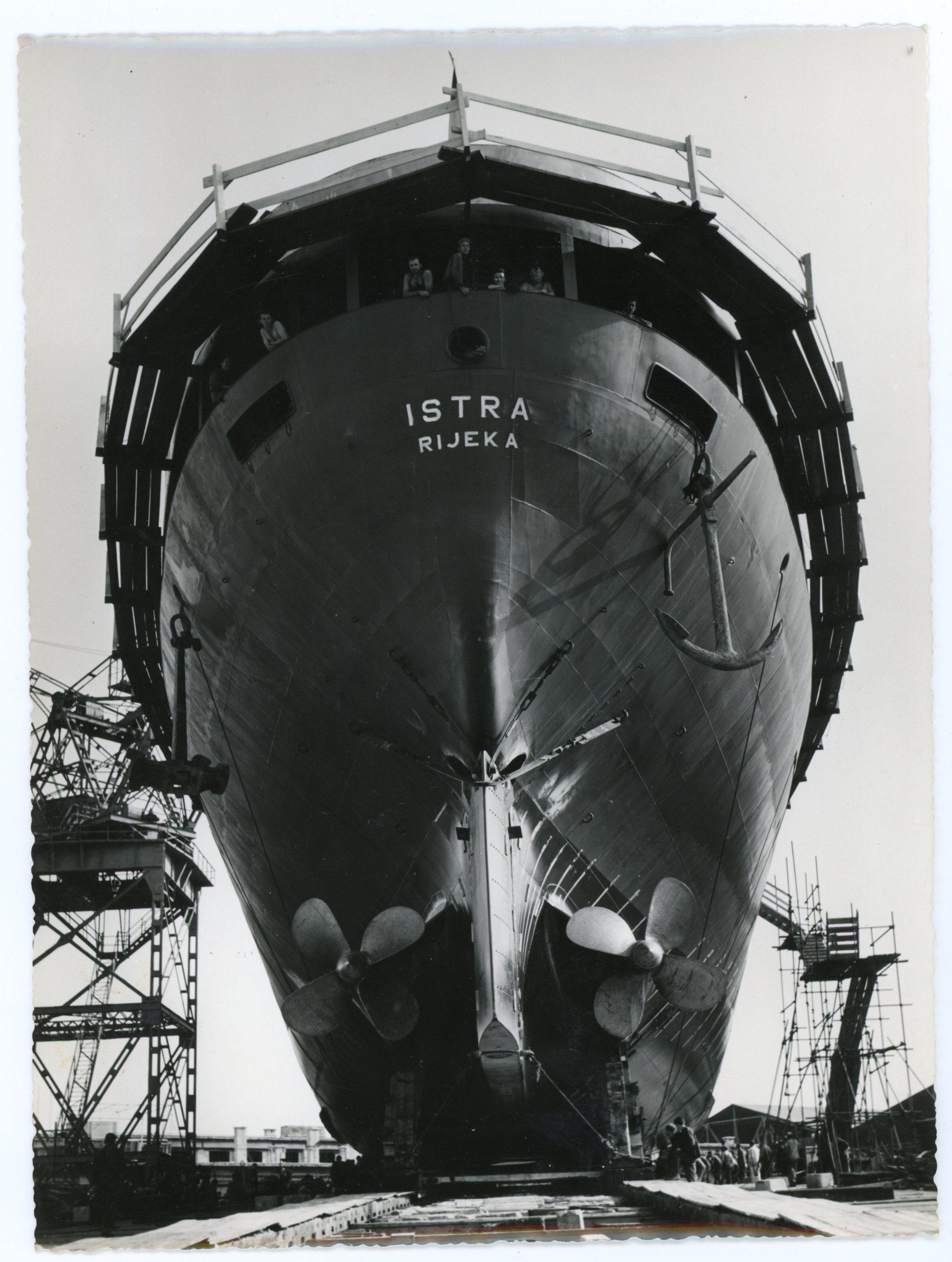 """Radovi na krmi putničkoga broda """"Istra"""", 1965."""