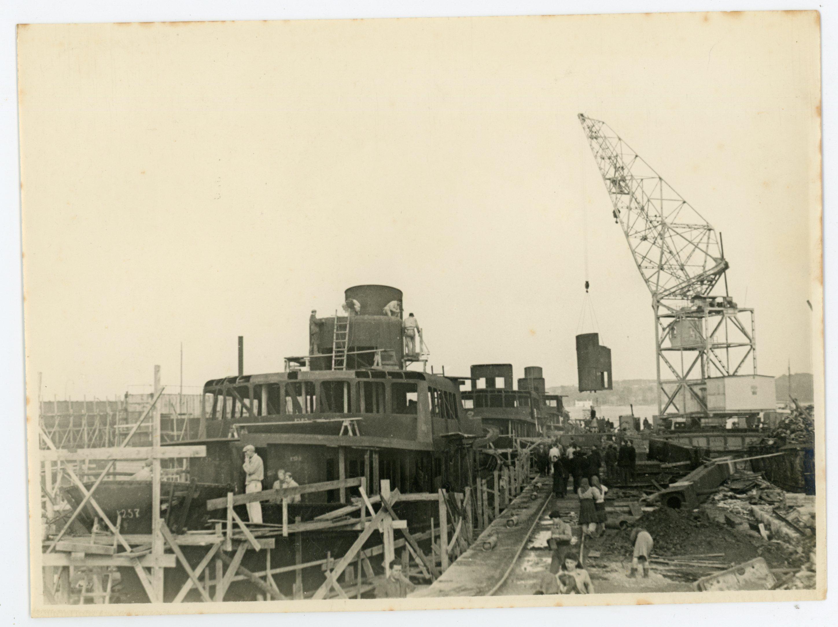 Gradnja prvih obalnih putničkih brodova, 1951. godina.