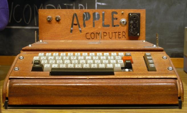 Kako su izgledali prvi proizvodi nekih najpoznatijih svetskih brendova? 1-apple-I-wk