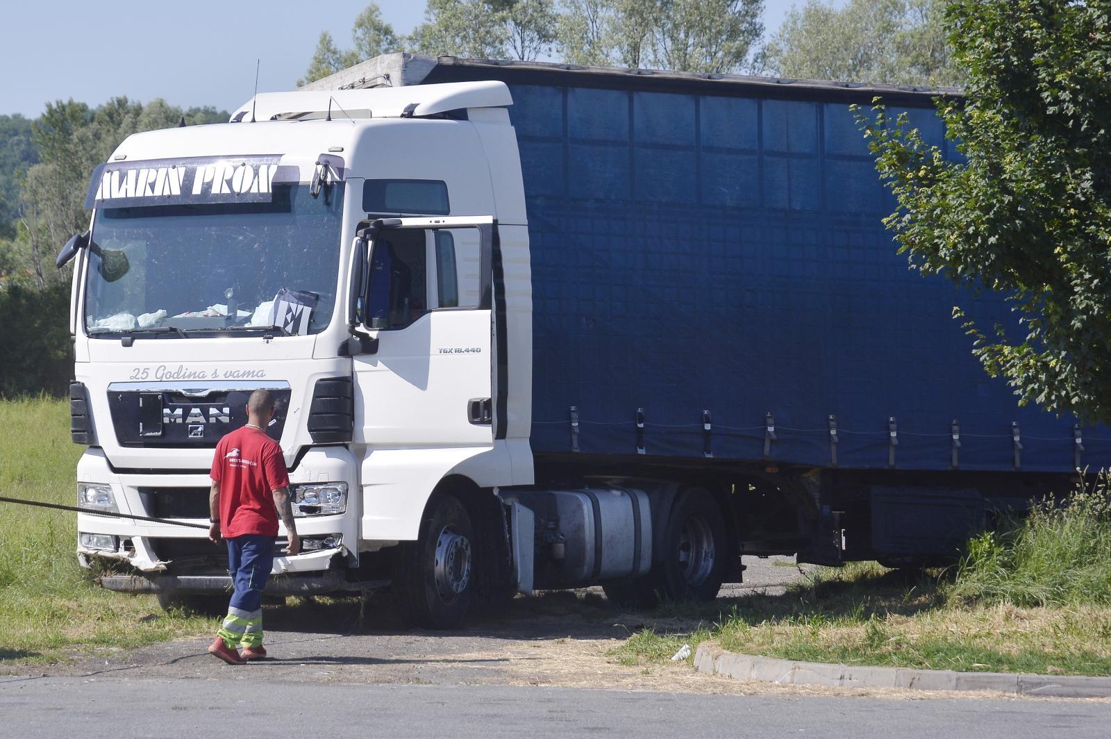 Vlasnik tvrtke čiji je kamion usmrtio djevojčice kod Novske nalazi se pod istragom, nije pomogao bolesnom vozaču