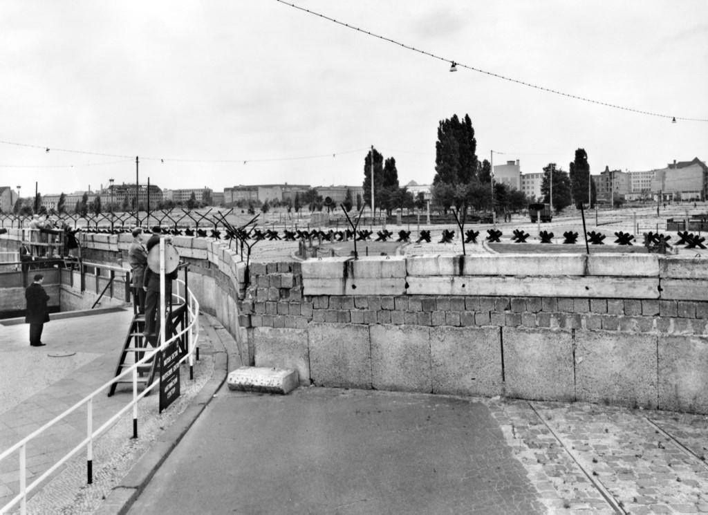 Potsdamer Platz slikan 1961. godine.