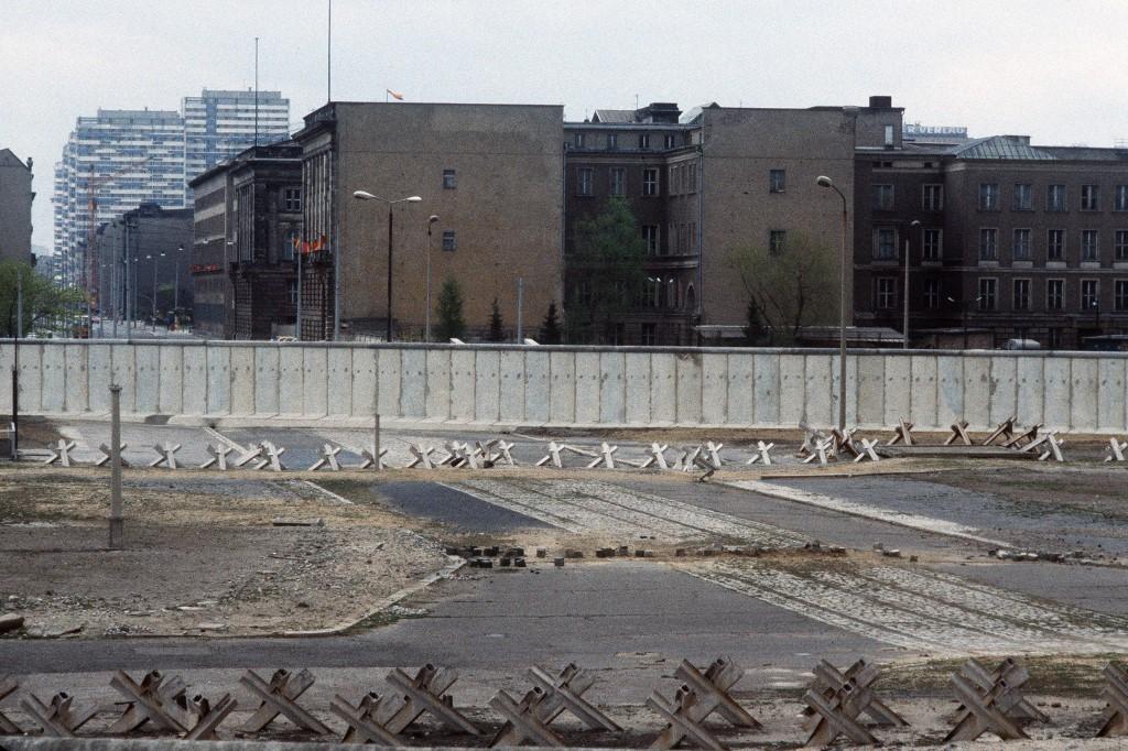 Fotografija zida iz travnja. 1984. godine