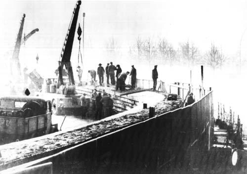 Istočnonjemački radnici počinju gradnju zida, 20. studenog 1961. godine.