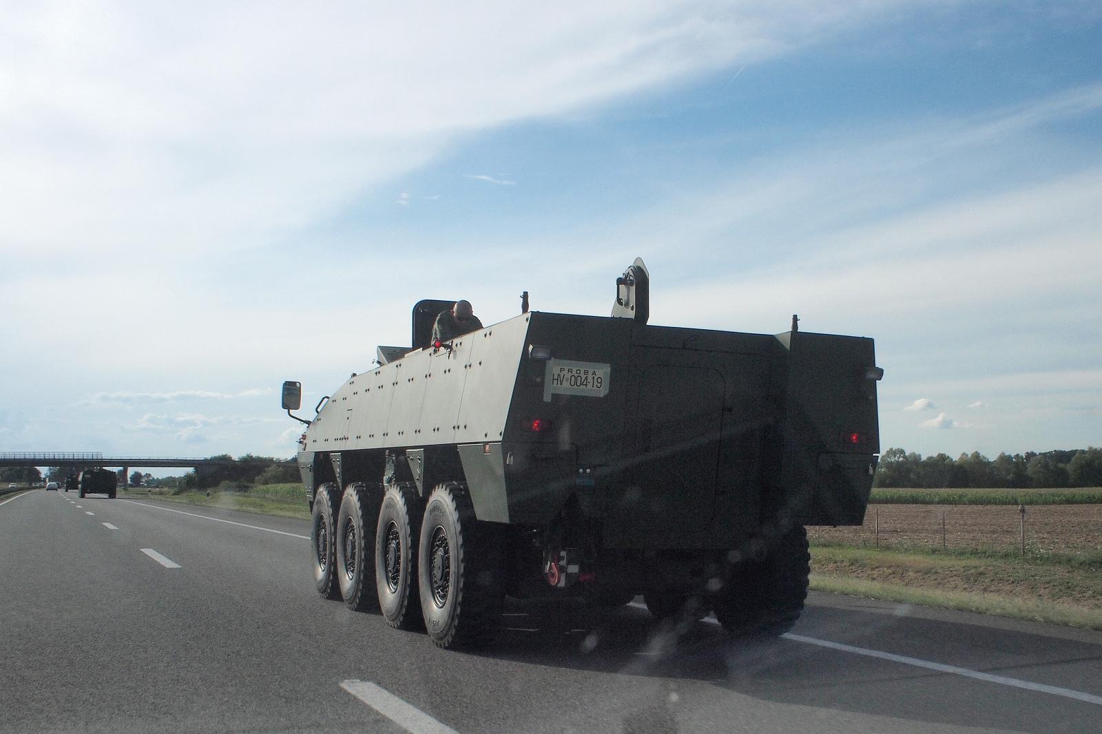 Teška nesreća na autocesti: na vojnog policajca koji je izašao iz vozila naletio kamion i ubio ga