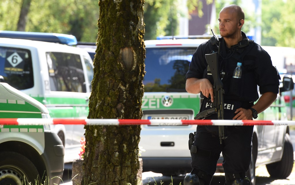 Pucnjava ispred sinagoge u njemačkom Halleu; ubijene dvije osobe, policija traži napadača