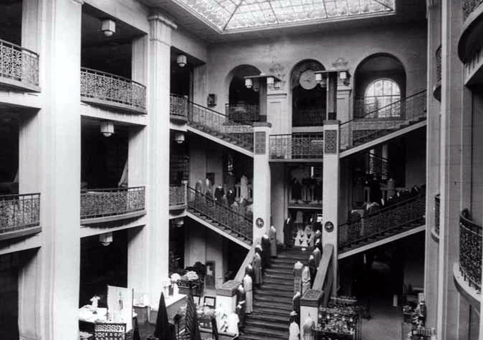 Trgovačka kuća Kastner & Öhler 1920. godine. Kasnije su postali Nama.