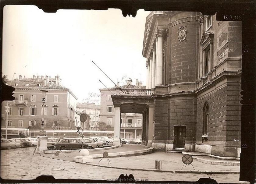Izgradnja je trajala dvije godine, a kazalište je tada nosilo ime 'Teatro Comunale', odnosno Općinsko kazalište. (Fotografija iz 1970-ih)