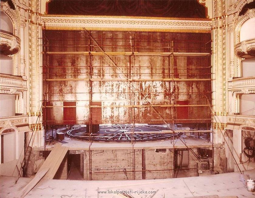 Nakon Općinskog (Teatro Comunale), Kazalište je 1913. godine preimenovano u Teatro Verdi, zatim 1945. u Narodno kazalište u Rijeci, 1953. godine nazvano je po Ivanu pl. Zajcu, a od 1994. godine nosi svoj današnji naziv Hrvatsko narodno kazalište Ivana pl. Zajca. (Fotografija iz 1970-ih)