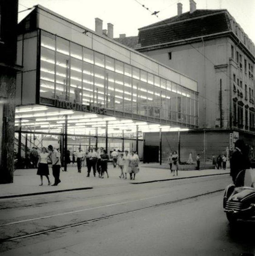 Modna kuća Standard nalazila se u Praškoj ulici. Izgrađena je 1959. godine, a izgorjela je 1980. godine. Ova fotografija datira iz 1960.