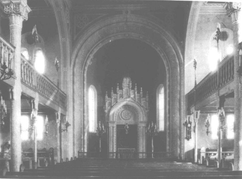Interijer sinagoge prije nego što je devastirana.