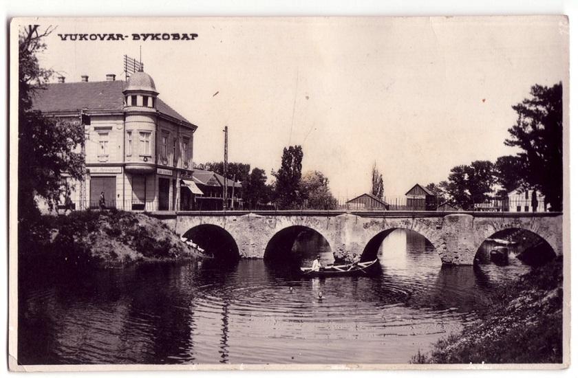 Stari most na Vuki.