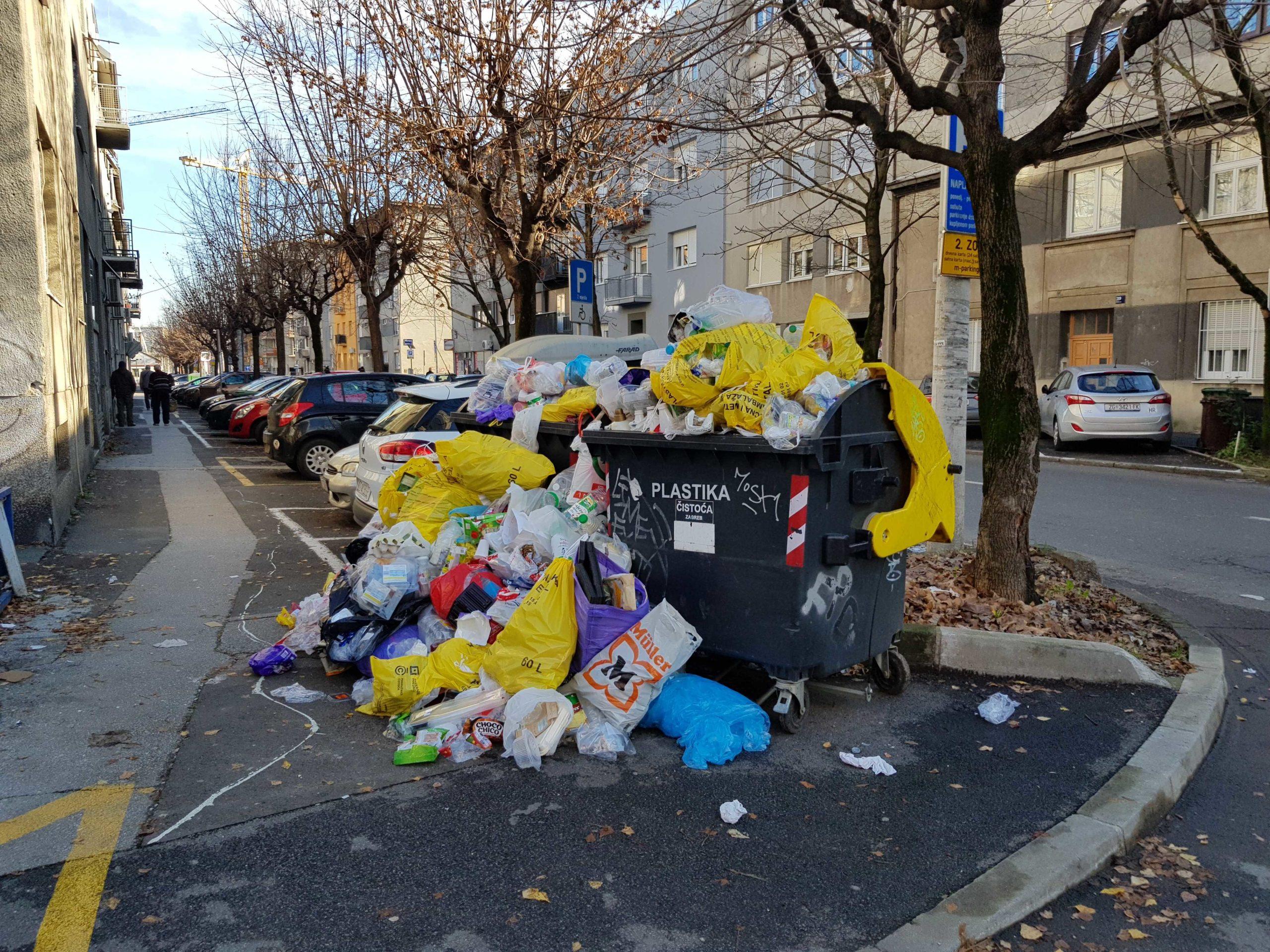 Planina smeća u Jonkeovoj ulici