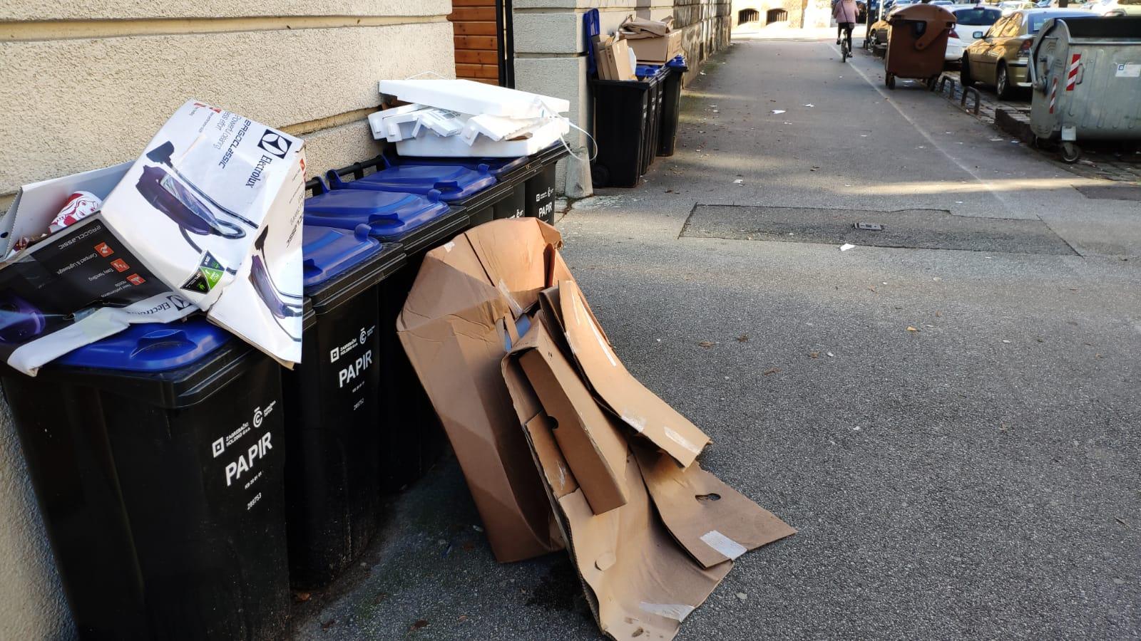 Pune kante papira u ulici Vjekoslava Klaića