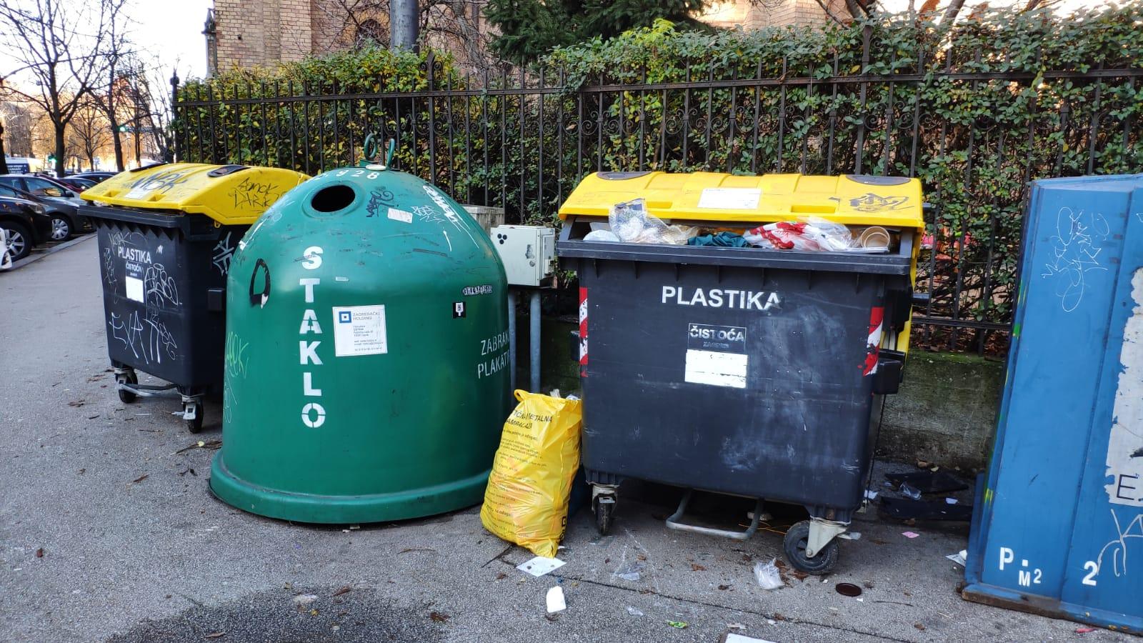 Na križanju Gundulićeve i Hebrangove očito nedostaje spremnika za plastiku