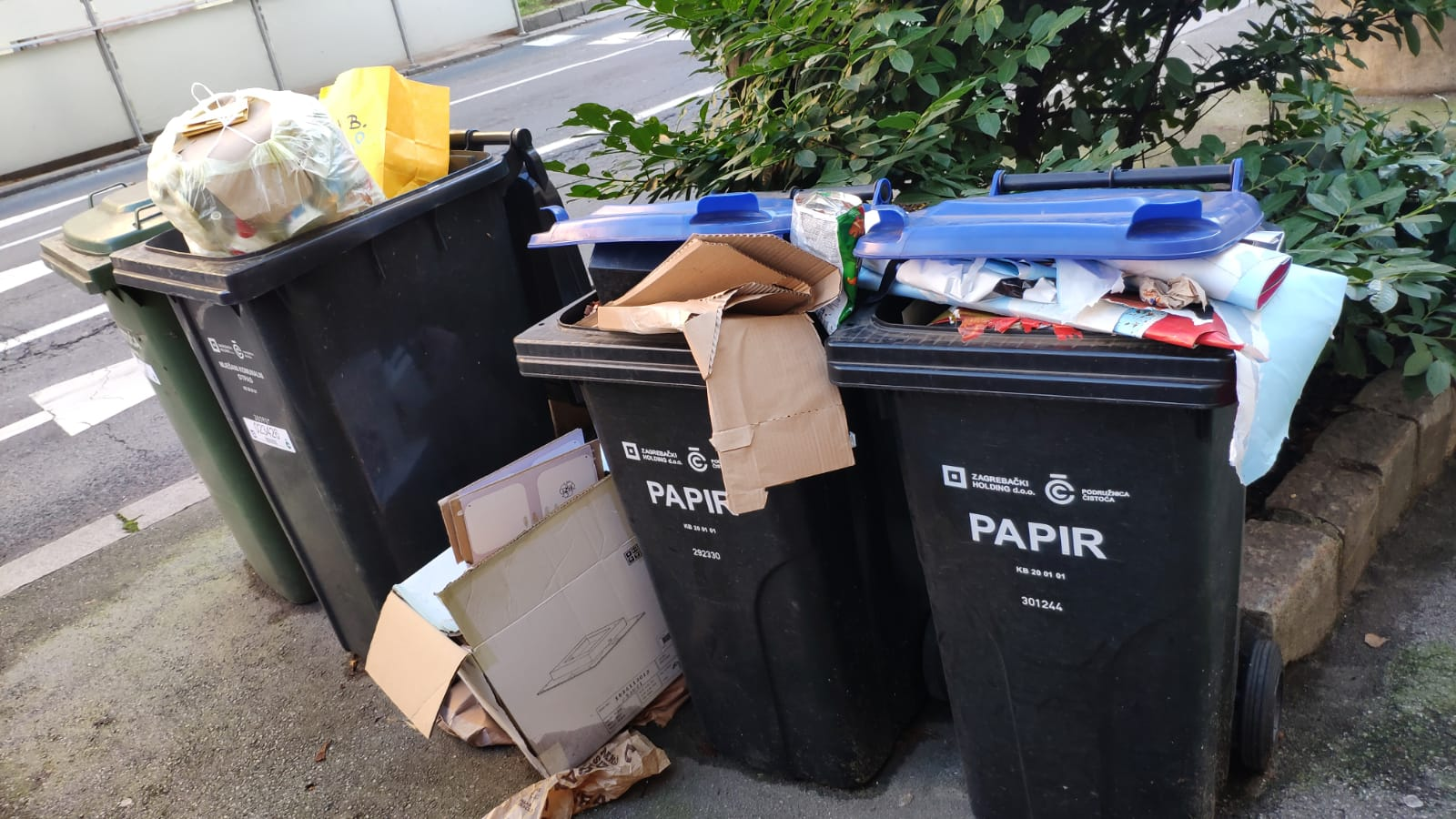 U ulici Vjekoslava Klaića pak nedostaje kanti za papir