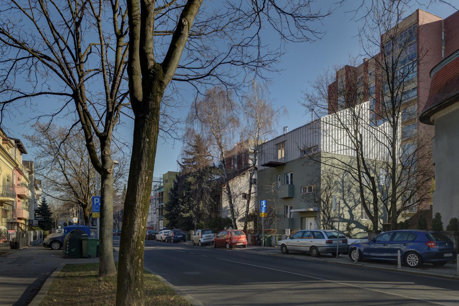 Pogled na kuću u Petrovoj s ulice