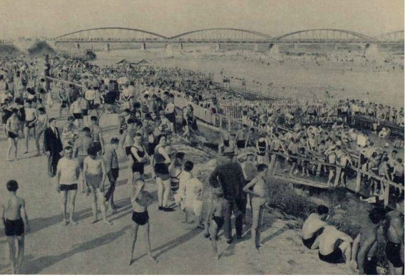 Kupalište kod Savskog mosta 1930. godine.