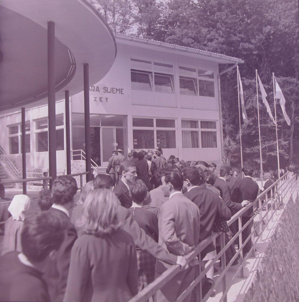 Red za sljemensku žičaru 1966. godine.