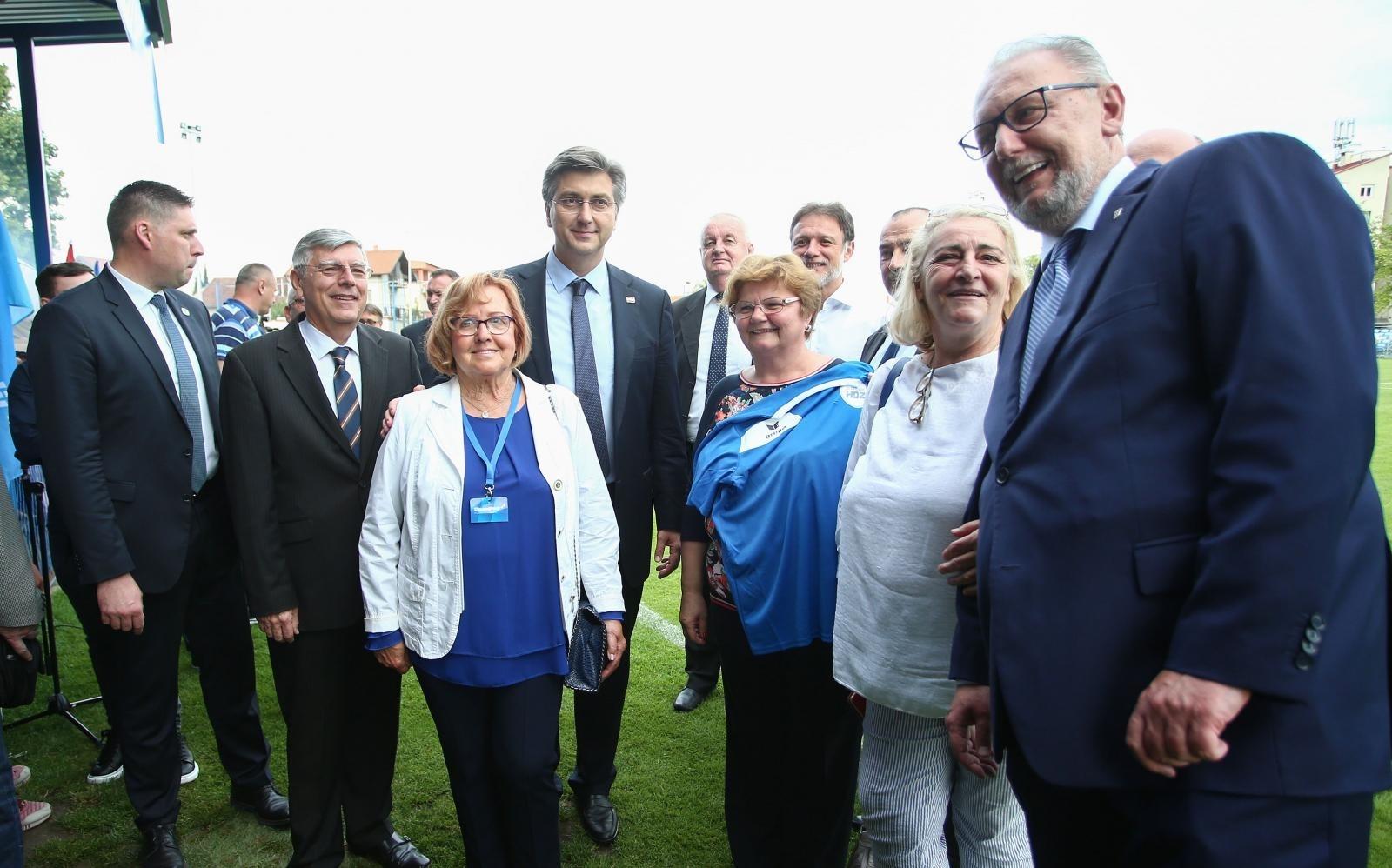 Nekoliko visokopozicioniranih HDZ-ovaca na čelu s premijerom i ministrom Božinovićem ignorira protuepidemijske mjere