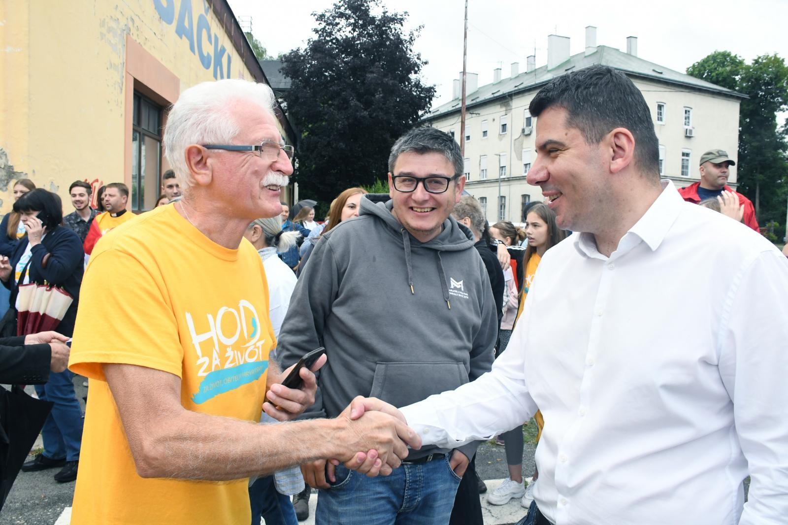 Nikola Grmoja iz Mosta razdragano se pozdravljao s aktivistima