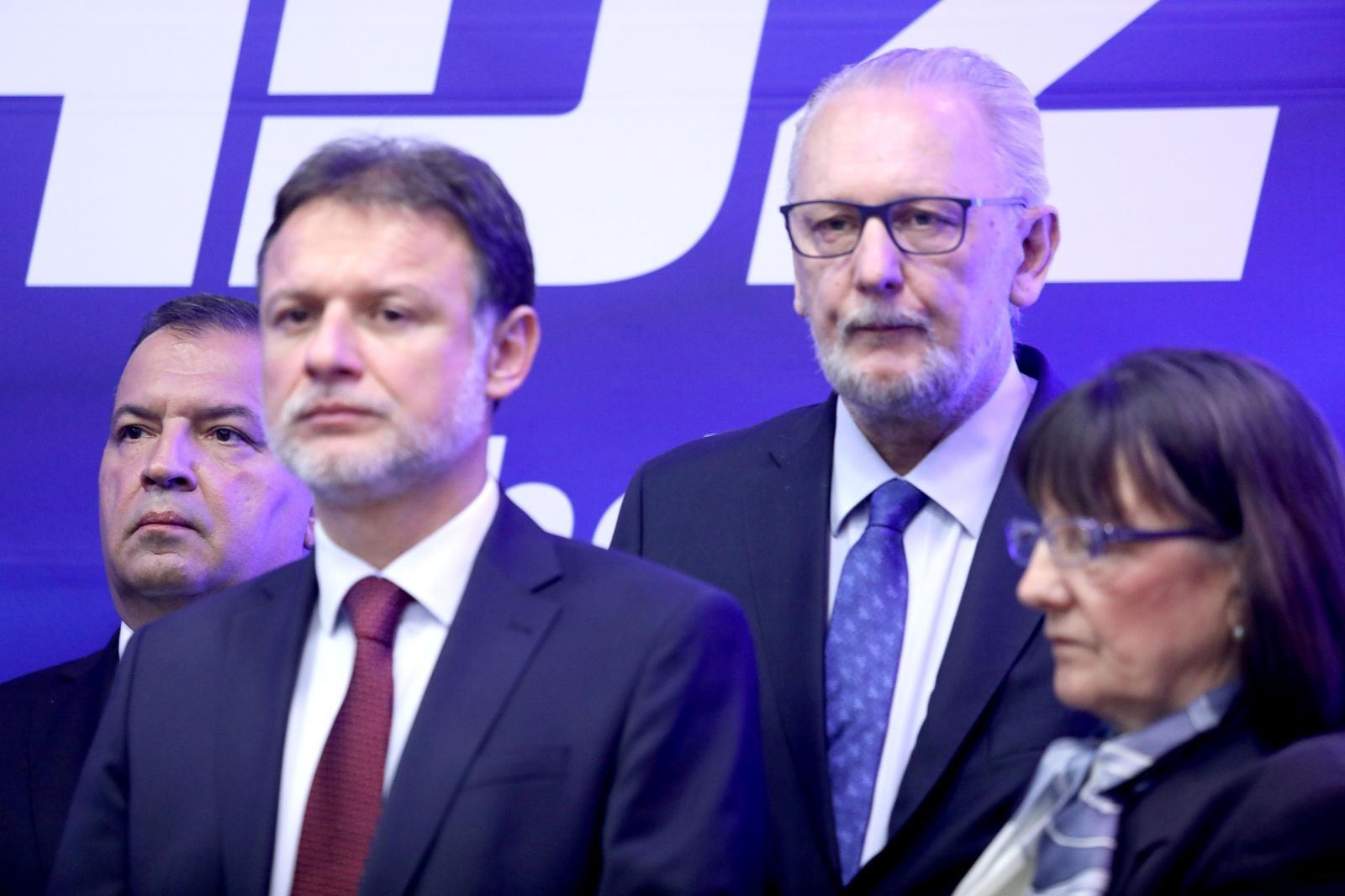 Ministri Beroš i Božinović opet su natiskani u zatvorenom prostoru