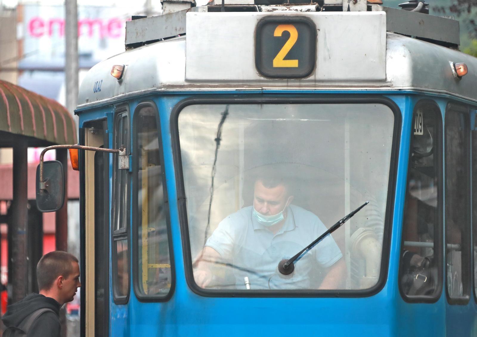 """""""Vozač u javnom prijevozu ne smije pokrenuti vozilo ako svi u njemu nemaju maske"""", rekao je."""