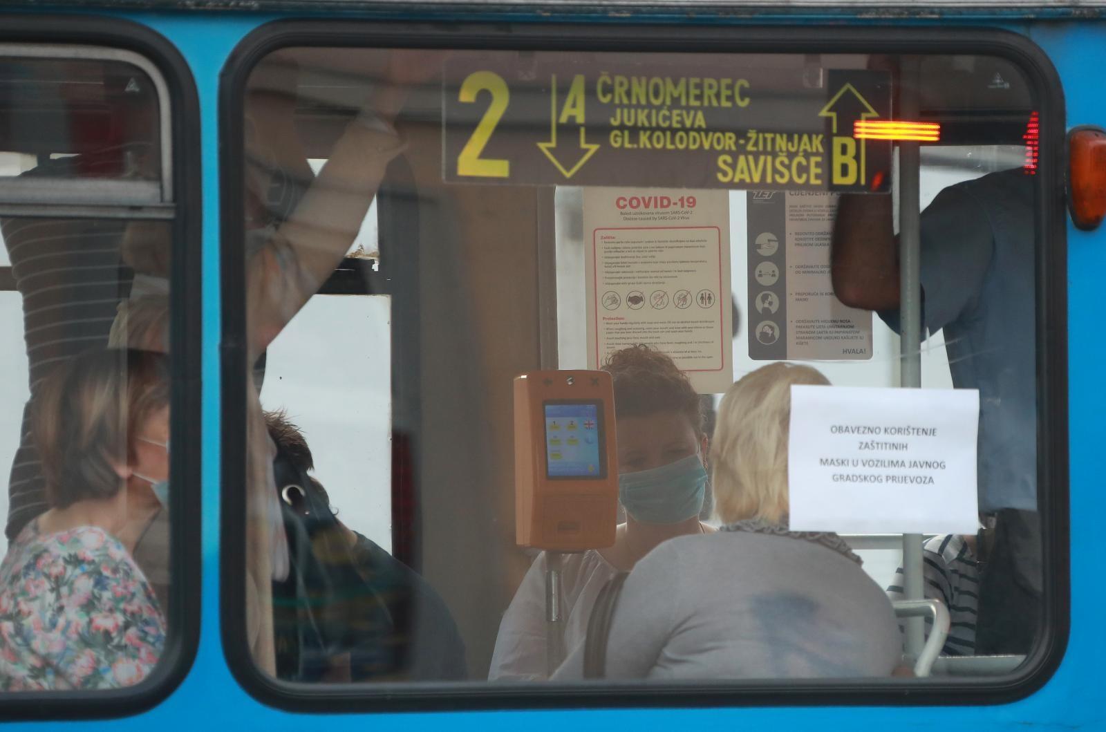 Tramvaj na okretištu Črnomerec.