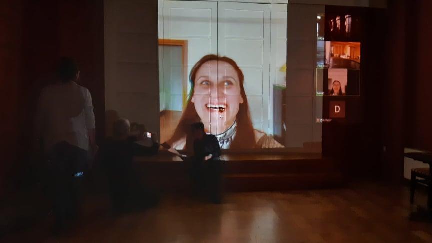 U subotu je, preko livestreama, izvedena predstava 'Lica u izolaciji'; nastala kao reakcija na koronakrizu. Pričamo s autorima
