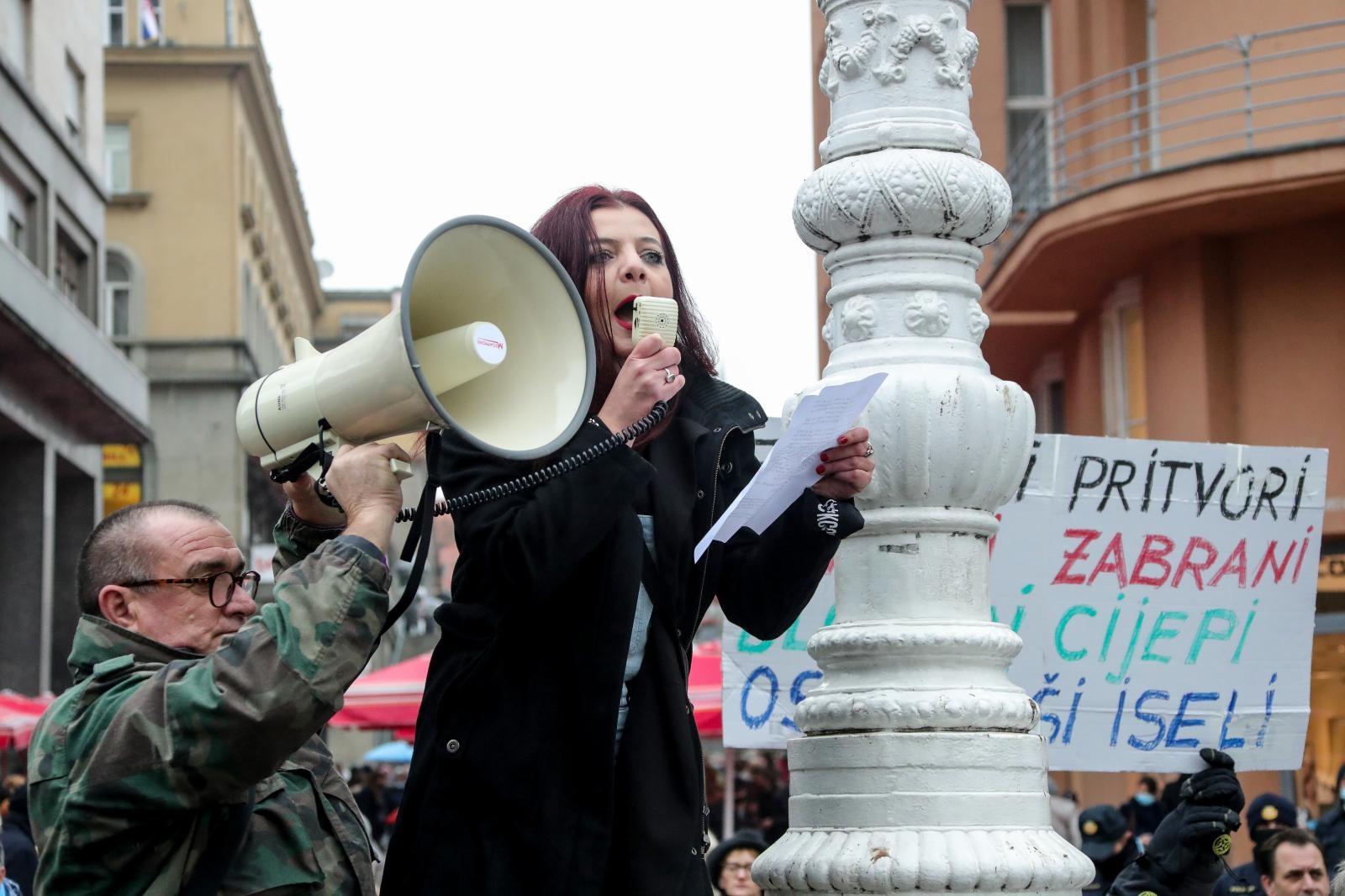 Prosvjed nije prijavljen, a Beber je rekla da se radi o 'spontanom okupljanju'.