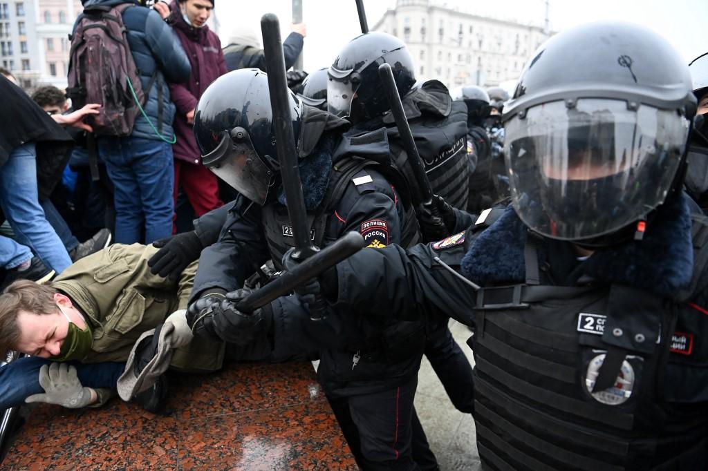 Pojavio se i video i Yakutska, gdje su ljudi prosvjedovali na temperaturi od -53 stupnja.